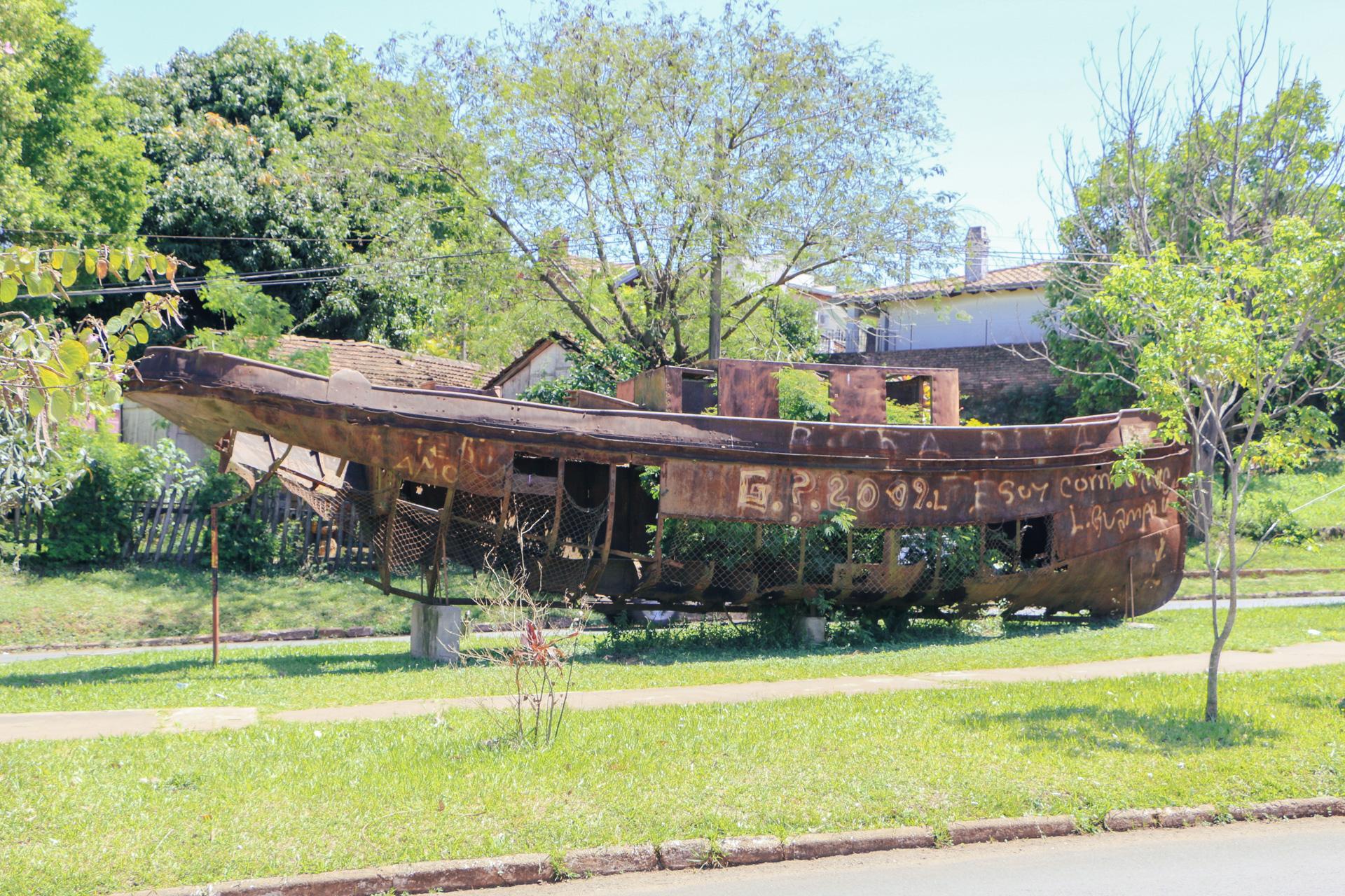 rusty-boat-encarnacion