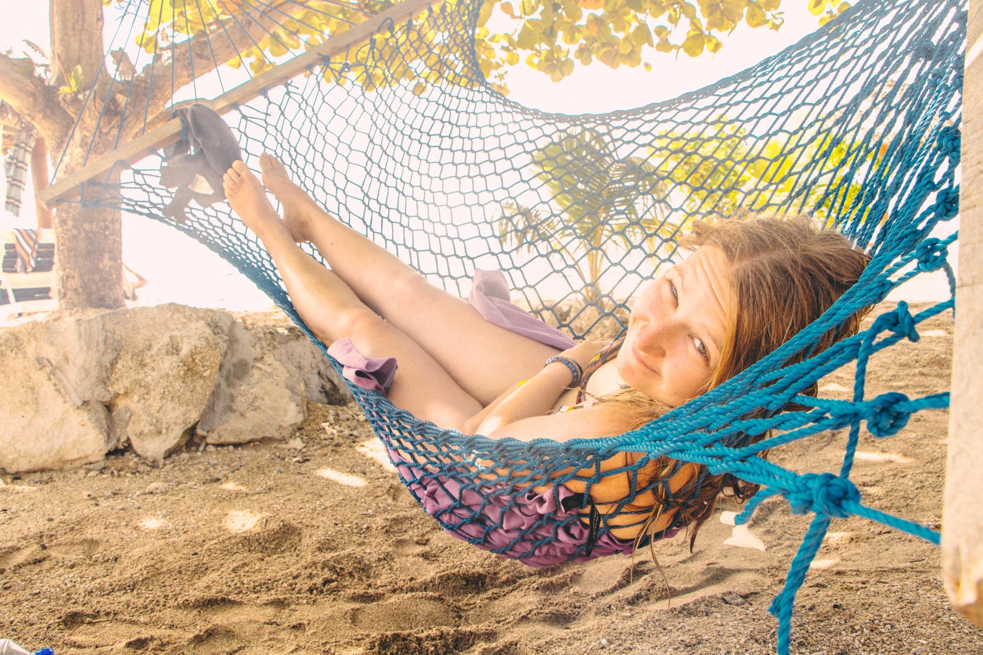 Backpacker Alis in hammock - digital nomad life in Fiji
