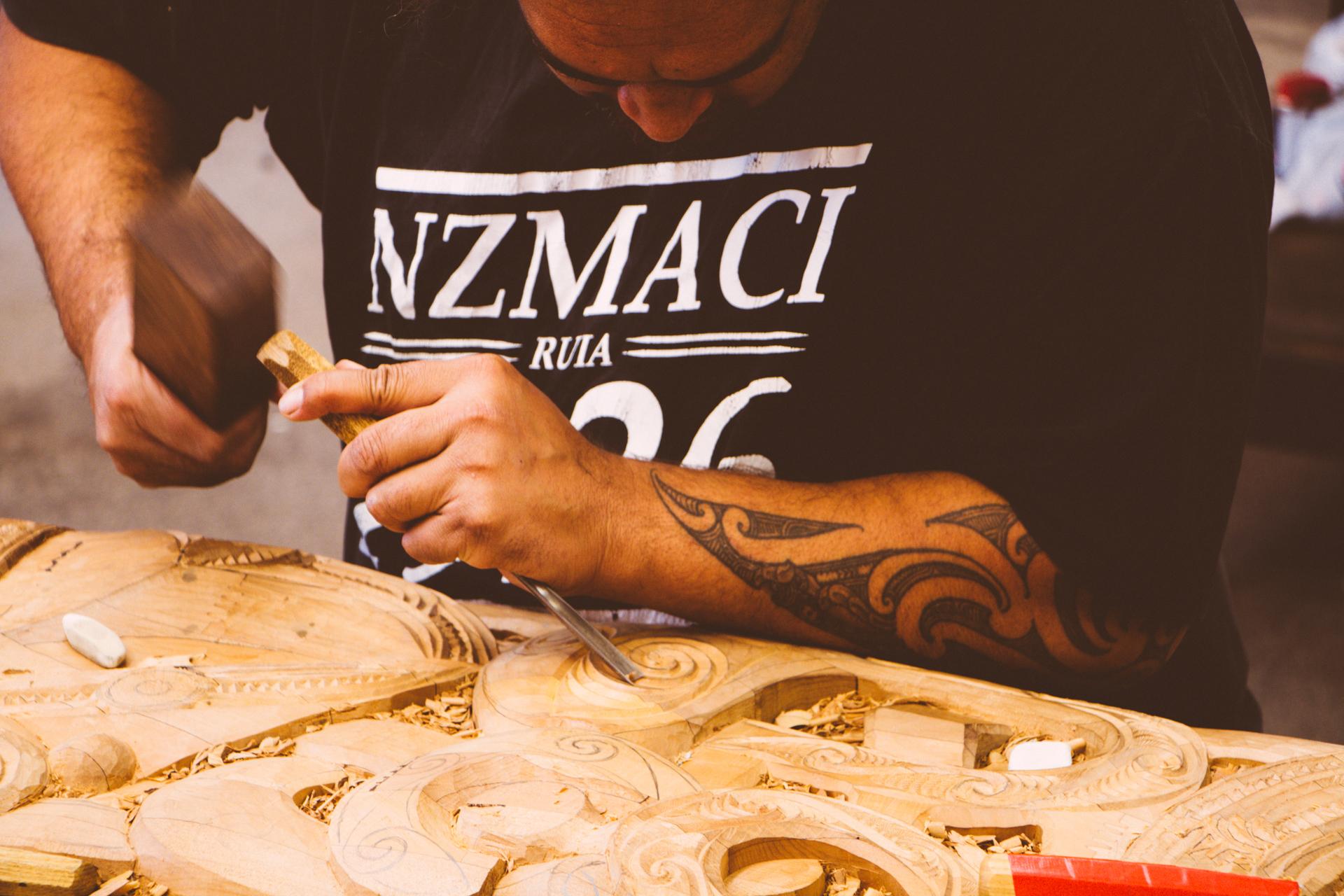 Moari carving wood Rotorua Wai-o-tapu
