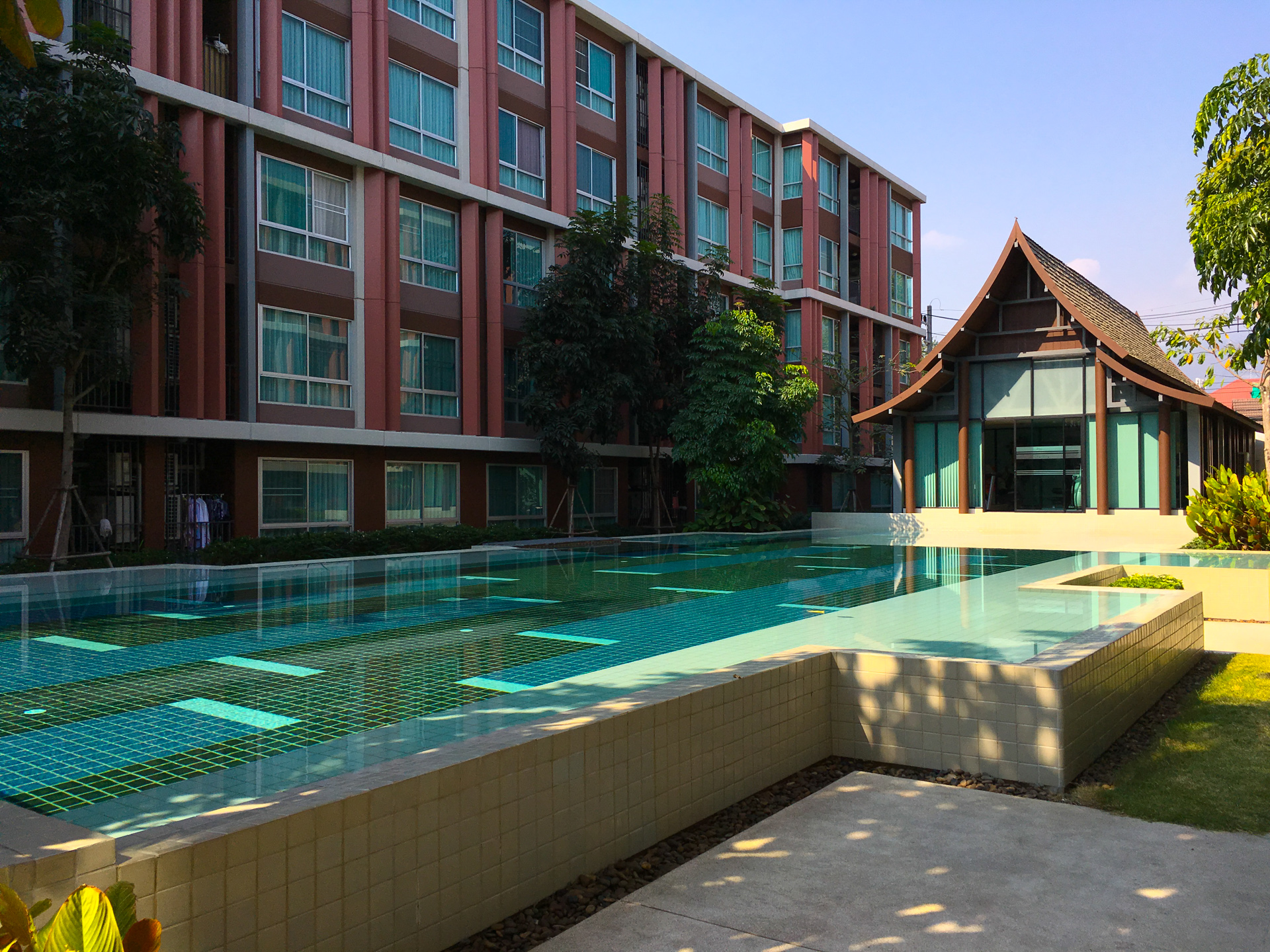Dvieng Apartment Condo swimming pool and gym