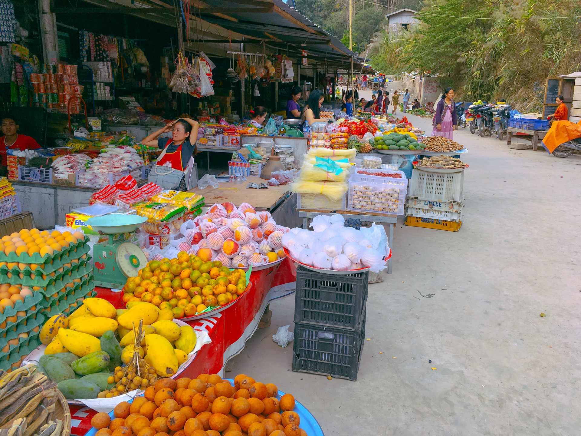 Fruit market in Pekbang